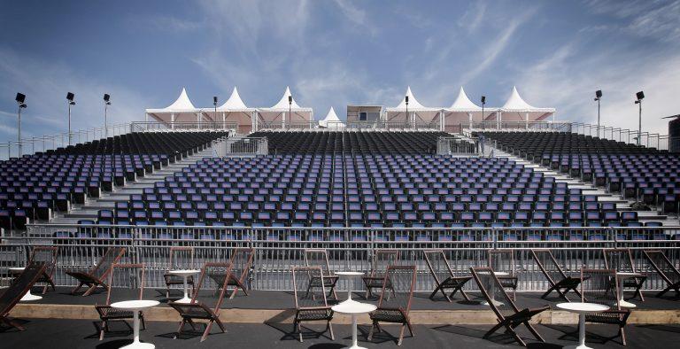 Tribune Open Air Kino mit Teppichläufern von Bodengestaltung Markus